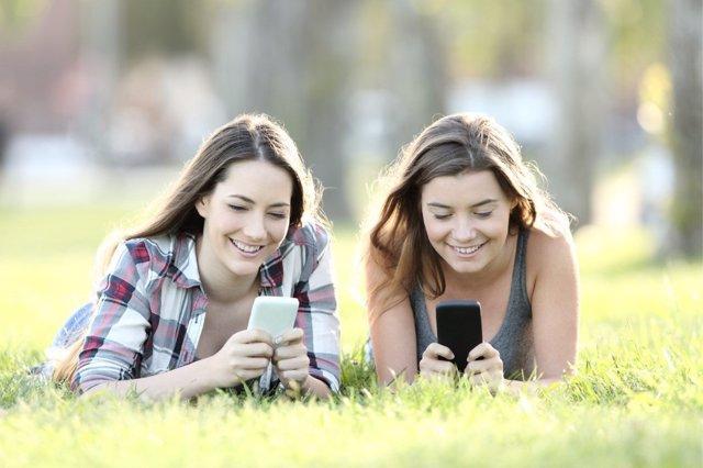 El abuso de las nuevas tecnologías en verano puede distraer de otras prioridades