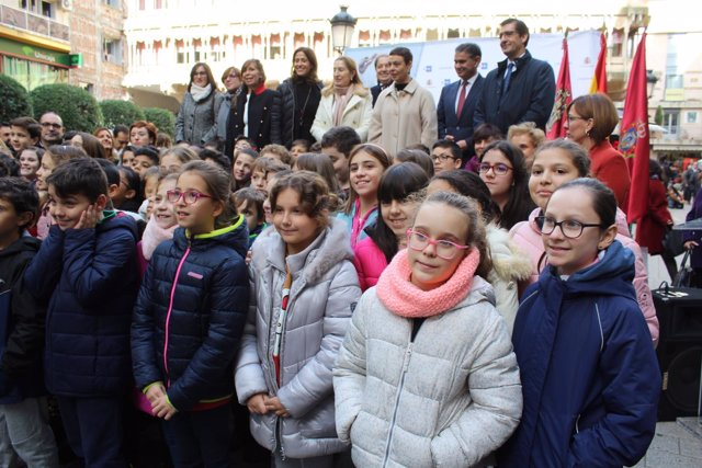 Ana Pastor inaugura exposición Constitución en Ciudad Real