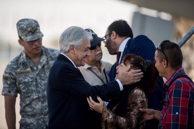 El presidente de Chile, Sebastián Piñera, recibe repatriados desde Venezuela
