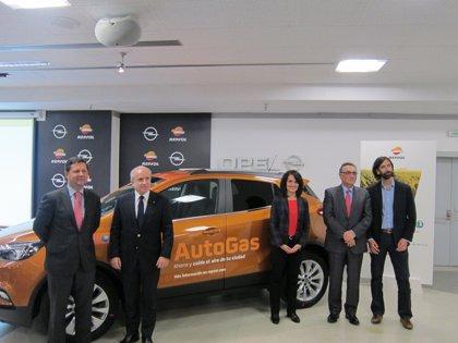 """Opel y Repsol apuestan por el AutoGas como alternativa """"real"""" y combustible ecológico y económico"""