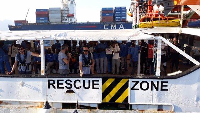 Embarcación del 'Open Arms' llegando a Crinavis
