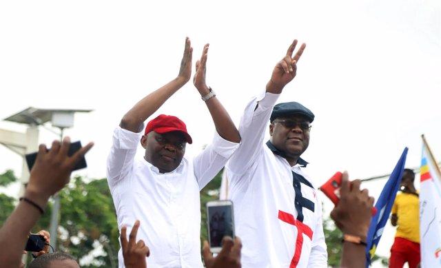 Los líderes opositores de RDC Vital Kamerhe (I) y Félix Tshisekedi (D)