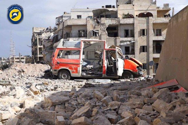 Ambulancia de los 'cascos blancos' bombardeada en Alepo