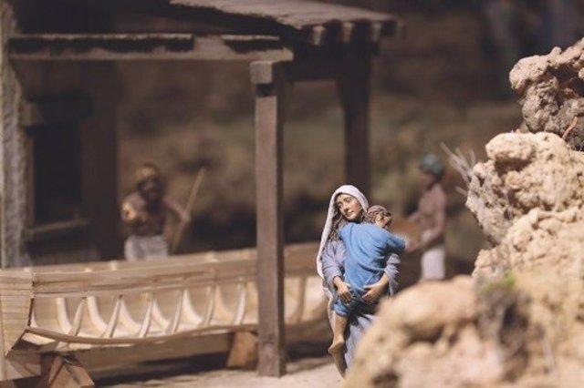 Catedral Belén monumental navidad mujer niño figura