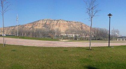 Las obras en la entrada del yacimiento del Monte Cantabria, en marcha desde este pasado lunes