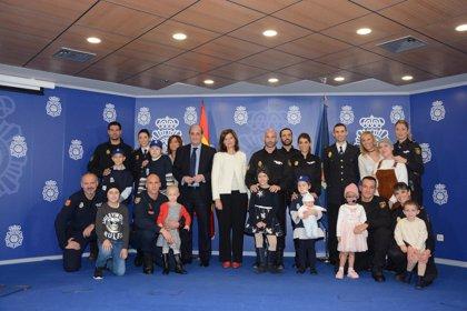 El calendario solidario de Policía Nacional y Fundación Juegaterapia recaudará fondos para niños ingresados en La Paz