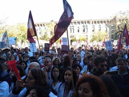 """Los estudiantes de Medicina apoyan la huelga de médicos en Andalucía y Cataluña por su """"situación insostenible"""""""