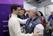 El patinador Javier Fernández y Alejandro Blanco, presidente del COE