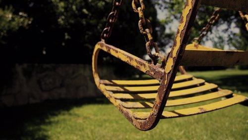 Columpio oxidado parque
