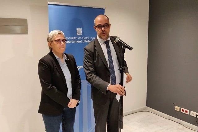 La Directora General De Protección Civil, Isabel Ferrer, Y El Conseller De Inte