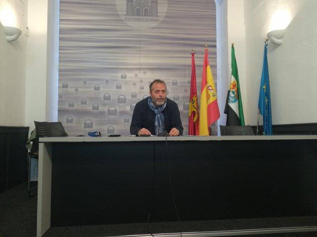 Rafael España en la presentación del mapa de fauna y flora y patrimonio