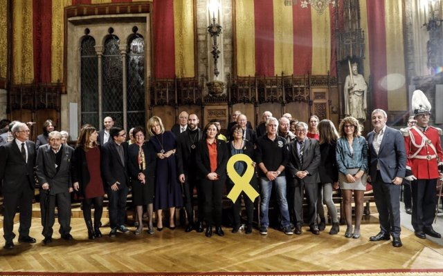 Colau lliura la Medalla d'Honor de Barcelona a 25 persones i entitats de la ciutat