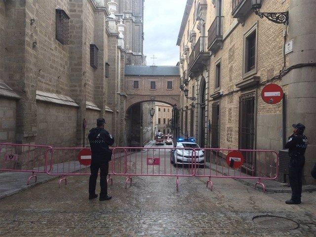 Calle Cortada por caída de piedra en la Catedral