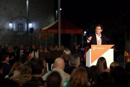 """Rivera pide dar """"un buen revés"""" al PSOE en las urnas: """"Es también un 'stop' a Pedro Sánchez"""""""