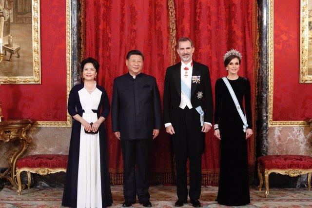 Los Reyes ofrecen una cena al presidente de China, Xi Jinping, y a Peng Liyuan.