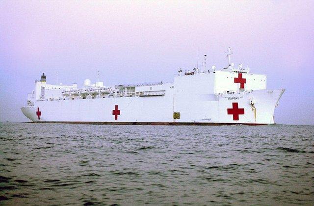 "Buque hospital estadounidense ""USNS Comfort"""