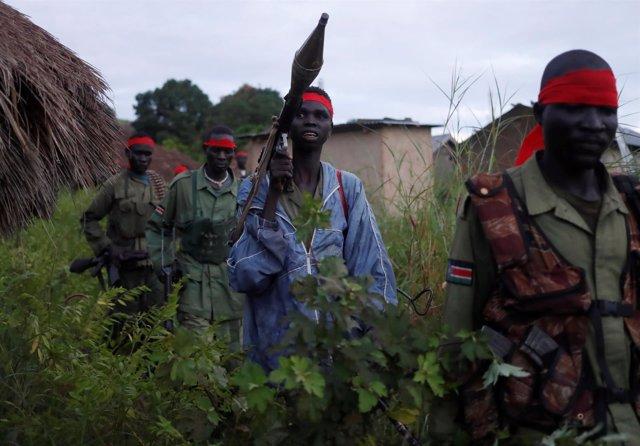 Rebeldes del SPLA-IO durante un asalto a los soldados del SPLA en Sudán del Sur