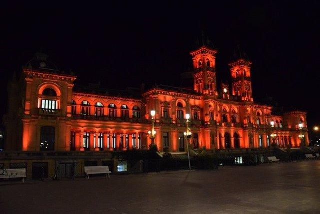 El Ayuntamiento de San Sebastián se iluminará de rojo este viernes contra la pena de muerte