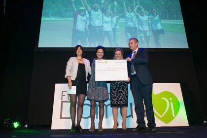 Fundación DomusVi dona 10.000 euros de su iniciativa solidaria 'Kms.para recordar' a Elekin para investigar en Alzheimer
