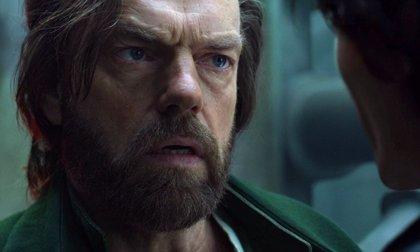 Thaddeus (Hugo Weaving) revela su verdadero rostro en este clip en primicia de Mortal Engines