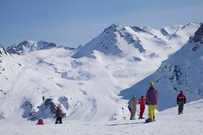 Ibercaja lanza la tarjeta Ski Pirineos para las siete estaciones de esquí aragonesas