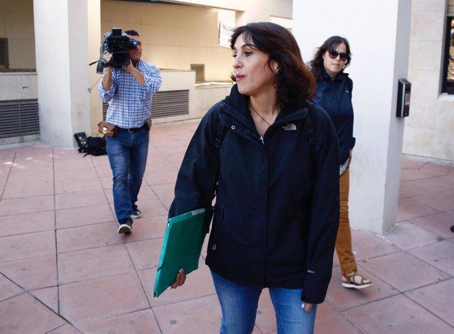 Juana Rivas llegando al juzgado para recoger su sentencia condenatoria
