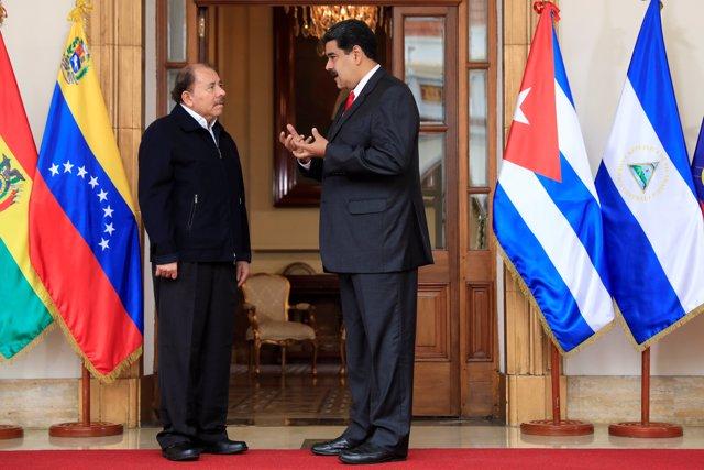 Venezuela's President Nicolas Maduro (R) speaks with Nicaragua's President Danie