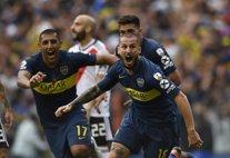 Els jugadors de Boca Juniors celebren un gol davant de River