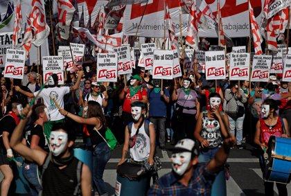Miles de personas se manifiestan contra la cumbre del G20 entre un gran dispositivo de seguridad en Buenos Aires