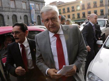 """López Obrador asegura que los mexicanos """"son el sustento del cambio"""" que busca su gobierno"""