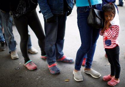 La caravana de migrantes se traslada a un nuevo refugio en la frontera mexicana por las fuertes lluvias