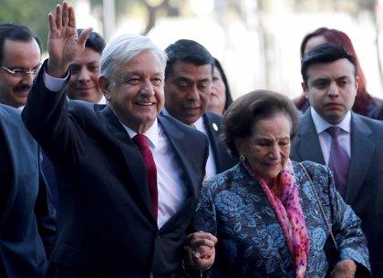 López Obrador jura como presidente de México con la promesa de transformar el país