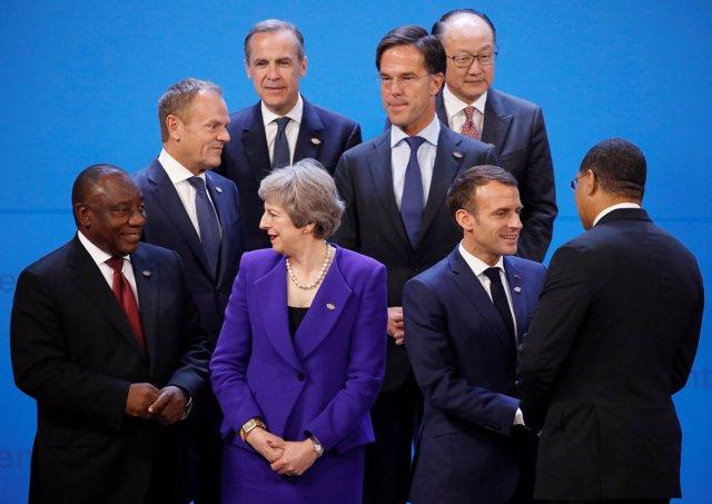 Líderes mundiales posan en la foto de familia del G20