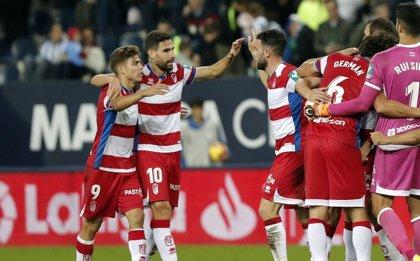 El Granada toma La Rosaleda y el Sporting sigue su recuperación