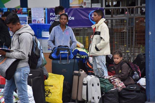 Migrantes venezolanos en la frontera de Ecuador