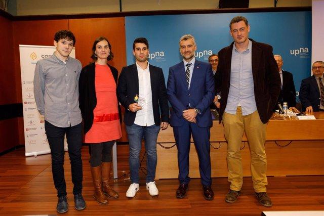 El equipo de 'Inbiot' junto al rector de la UPNA, Alfonso Carlosena