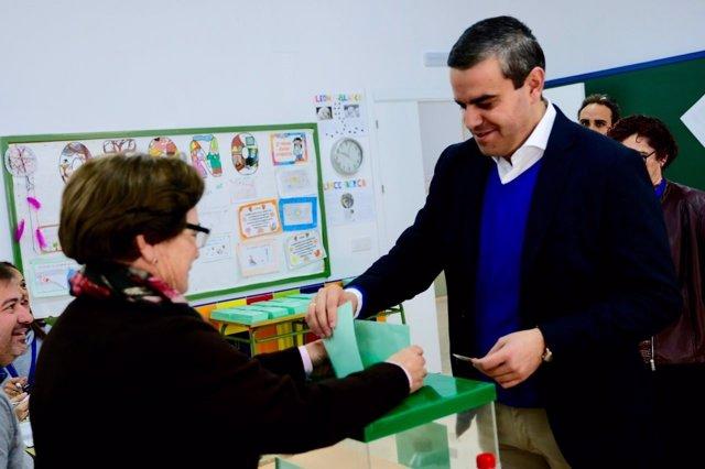 Votación del número 1 del PP por Cádiz al Parlamento andaluz, José Ortiz