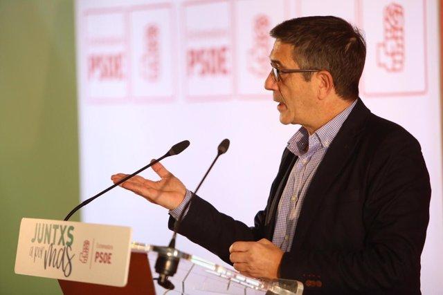 Patxi López en un acto del PSOE en Plasencia