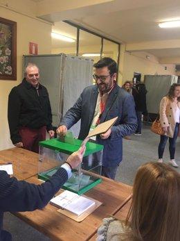 Guzmán Ahumada (Adelante Andalucía) vota en las elecciones andaluzas 2018