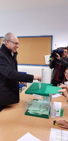Juan Pablo Durán (PSOE) vota en el 2D