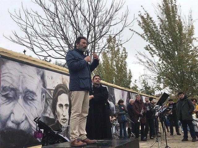 Mauricio Valiente en la inuaguración del mural homenaje a Robert Capa
