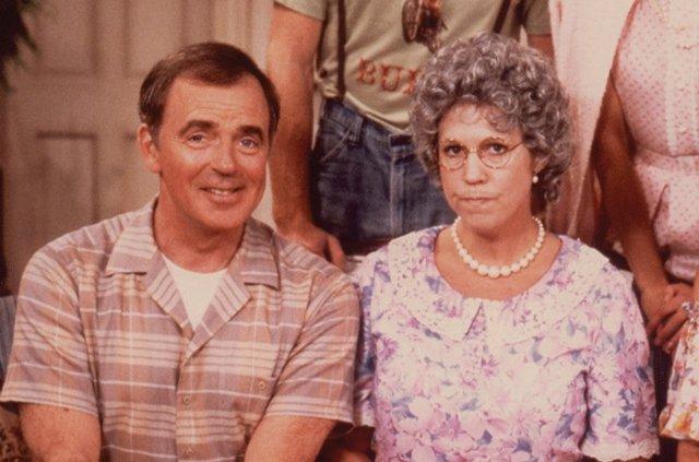 Ken Berry y Vicky Lawrence en Mama's Family