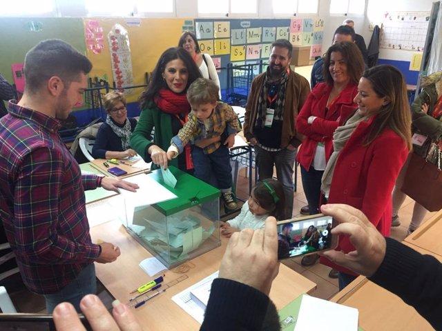 Votación de Ángeles Férriz en La Carolina (Jaén)