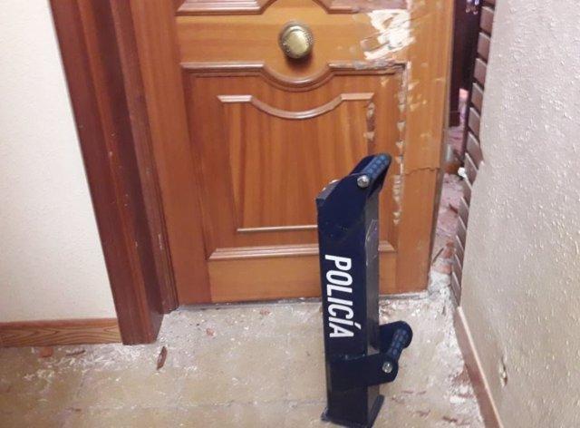 Valladolid.- La Policía tuvo que tirar la puerta para acceder al interior