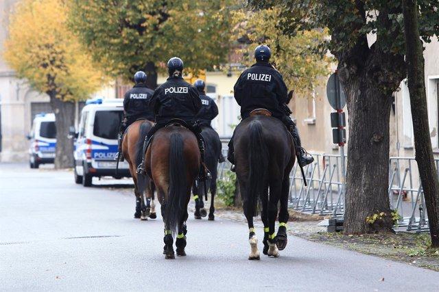 Policías a caballo en Alemania