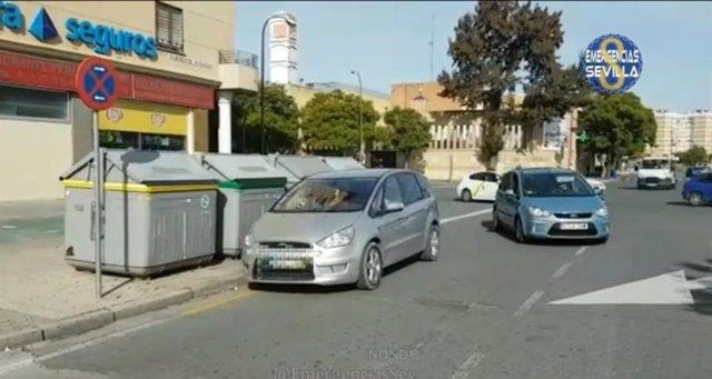 Coche mal aparcado en la calle clemente hidalgo