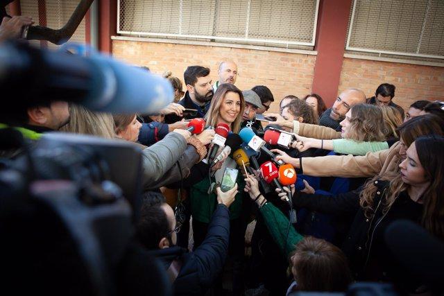 Susana Díaz atiende a los medios al acudir a votar en las elecciones andaluzas