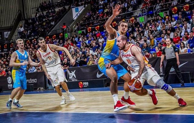 Quino Colom, en un partido de la selección española de baloncesto