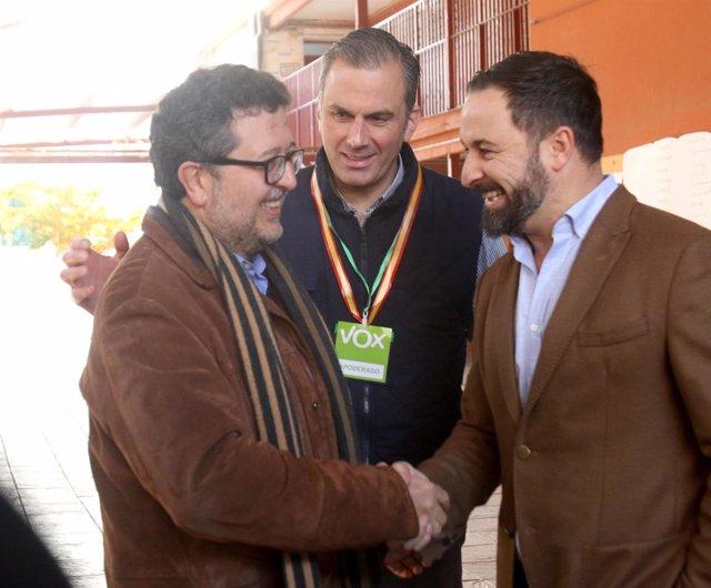 El candidato de Vox a la Presidencia de la Junta, Francisco Serrano, vota