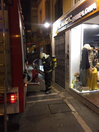 Dos trasladados al CHN por inhalación de humo en el incendio de una vivienda en Pamplona